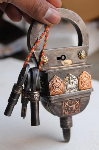Crown iron lock puzzle